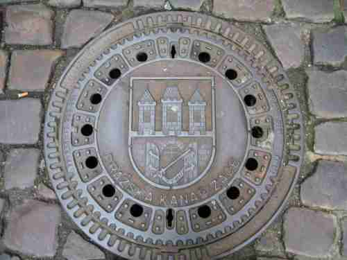 IMG_5295 - Prager Stadtwappen auf Gully