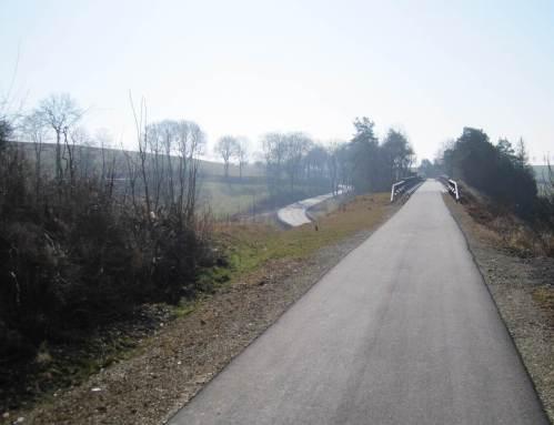 Viadukt über Bundesstraßen-Mäander voraus - ganz schön hoch drüber.