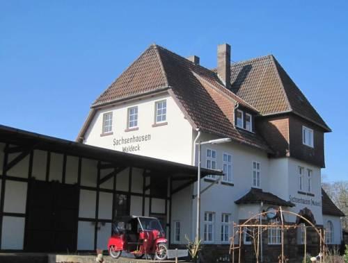Der ehemalige Bahnhof von Sachsenhausen - sehr schön renoviert.