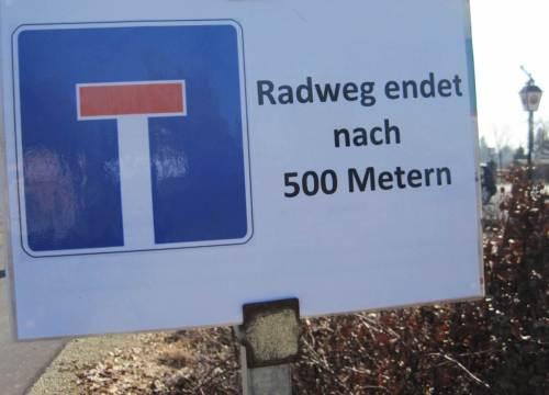 Hier ist also Schluss - bald geht es weiter nach Buhlen. Dort findet dieser Radweg Anschluss an andere, z.B. nach Bad Wildungen.