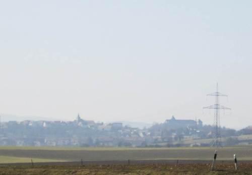 Fern am Horizont von den Ederbergen grüßen Stadt und Schloss Waldeck herüber.