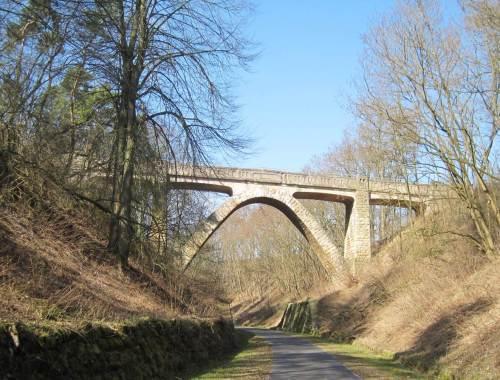 Weiter die die Radtour - schöne Brücke, jetzt mit Sonne im Rücken.