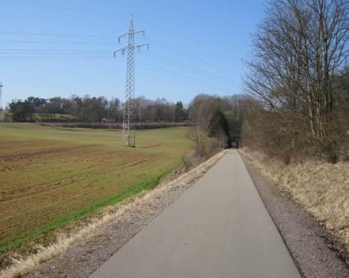 Richtung Melm aufwärts, der Tunnel erspart eine Menge Höhenmeter.