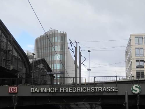 Sonnabend gegen Abend gingen wir vom Bahnhof Friedrichsstraße Richtung Brandenburger Tor.