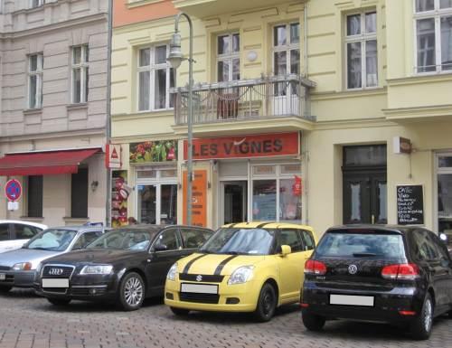 Mit gelbem Flitzer hat man`s leicht - zügig hin, fix geparkt, ja, und finden kann man den Wagen natürlich auch schnell.