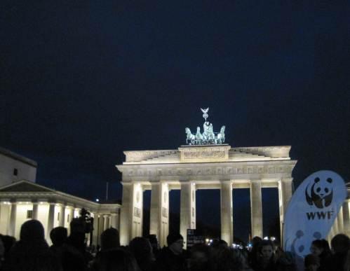 Der WWF hatte ans Brandenburger Tor geladen, Berlins Umweltsenator war mit dabei.