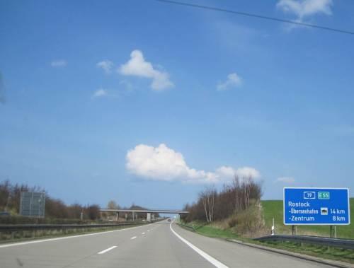Fast in Rostock - Abbiegen nach Osten. - Das Wetter sieht vielversprechend aus.