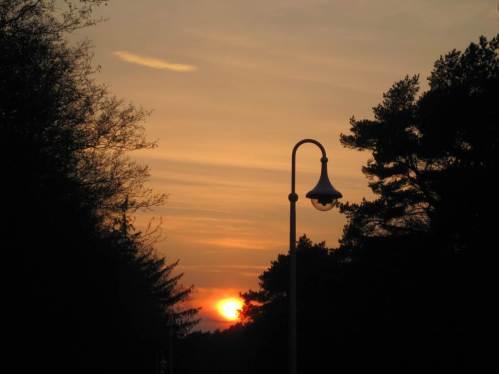 Gern denken wir an schicke Sonnenuntergänge zurück, sei es beim Blick entlang eines Deichs,
