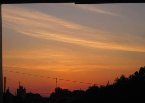 Die Digitalkamera macht ihre eigene Dramatik aus dieser Zeit unmittelbar vor dem Sonnenaufgang.