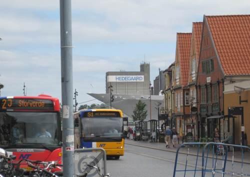 Der Kreuzfahrer beeinflusst auch das innere Stadtbild - jedenfalls den Ausblick.