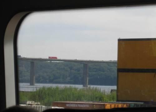 Die Vejlefjord-Brücke, ganz schön voll - wie gut, dass ich im Zug sitze. - Mal sehen, wann es mal wieder nach DK geht.
