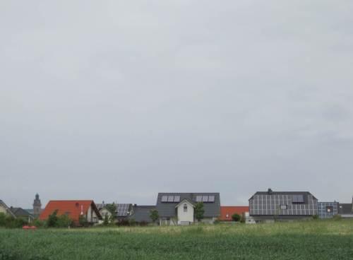 Der Stadtrand kommt in Sicht - offenbar arbeiten erfolgreiche Solarberater in Korbach.