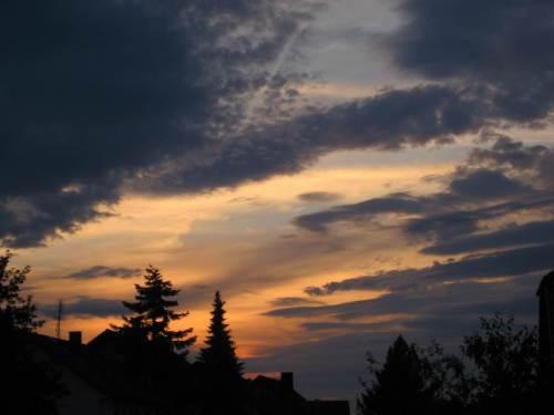 Bin zurück - Abendhimmel über dem Frankenauer Hof.