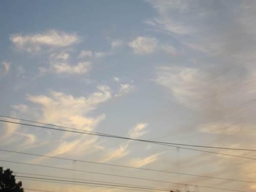 Vor Buchholz in der Nordheide - was für`n Wolkendreck!? - Ist wohl wieder ein Kreuzfahrer im Hamburger Hafen?!
