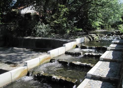H 8 parallel begehbar, NNW - alles Wasser durch den Pass