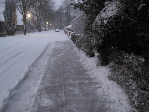Schnell ran - anscheinend will noch keiner sonst raus. Wie gut, dass ich fertig bin, es regnet drauf. Gleich wiegt der Schnee doppelt so viel.