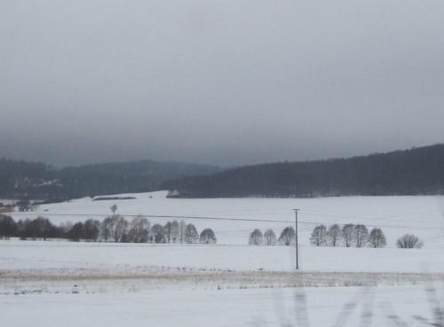 Erlen-Bachtal in Mittelgebirgs-Schneelandschaft Richtung Kassel-Wilhelmshöhe.