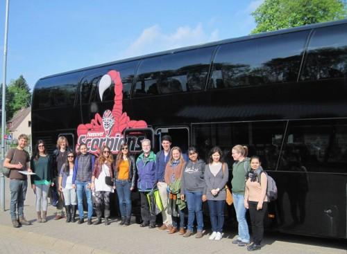 Guter Start. - Nein, das ist nicht der Tour-Bus der Scorpions, versichert uns der Busfahrer.