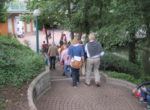 Ein wenig hat sich die Zahl der Wanderer verringert, fast ist das Phoenix-Center erreicht.
