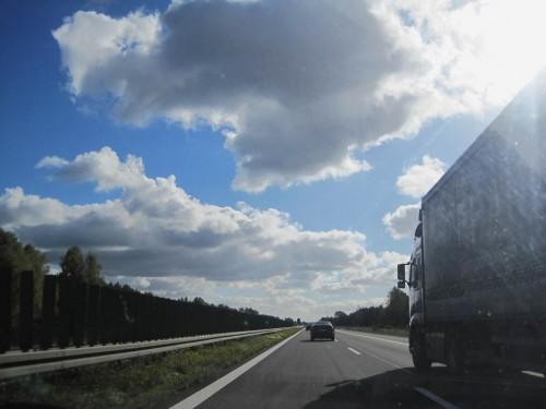Gute Startzeit gewählt - die Autobahn ist frei befahrbar bei starkem Rückenwind.