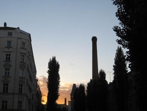 Sonnenuntergang schräg hinter der Kulturbrauerei.