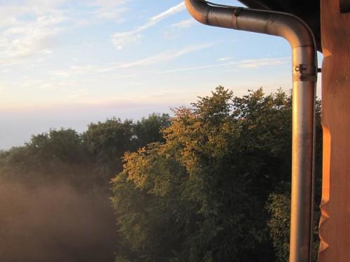 Tja, und dann, Richtung Reiseende - Sonne bescheint den Turm auf dem Großen Winterberg.