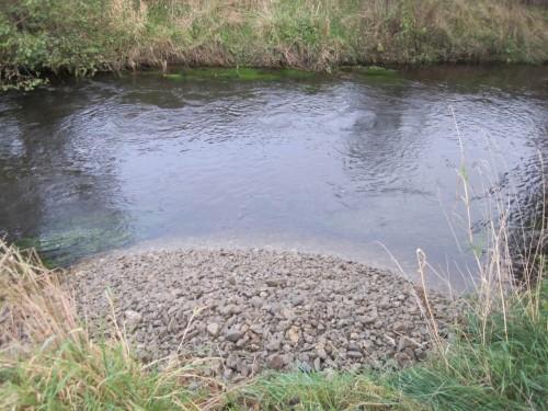 """Das andere Ufer wird natürlich auch mit """"Spielmaterial für den Fluss"""" versehen."""