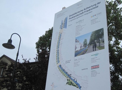 Das Schild verspricht die Aufwertung zur Parklandschaft Friedrichstal.