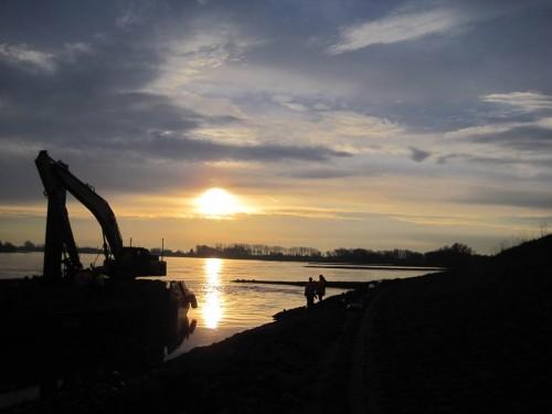 Zwar hat sich der späte Elbe-Zander nicht gezeigt, dafür konnte ich aktiven Wasserbauern alles Gute für sie und für eine weiter zu verbessernde Elbe wünschen.