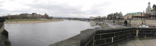 Wenn wir schon von der nördlichen Elbestrecke kommen, wollen wir natürlich die Dresdner Elbe sehen - hier am Europaufer.