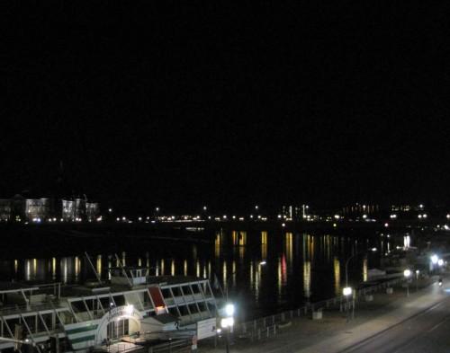 Am Europaufer - Licht auf der Elbe und nebendran.