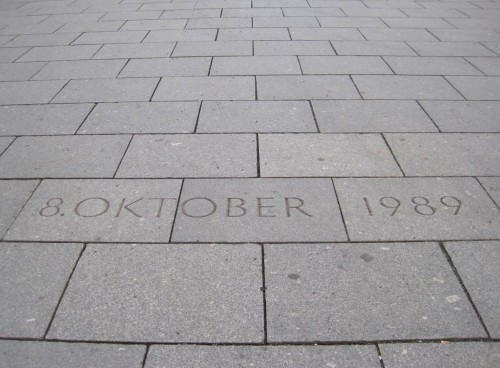 Auf geht`s nach Hause, Richtung Bahnhof, vorbei am denkwürdigen Datum für Deutschland, dem 8. Oktober 1989.