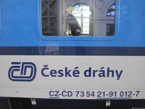 Ich geniessen den Platz in der tschechischen Bahn - vor meinem Umsteigen in vollgequetschten DB-Zug in Berlin.