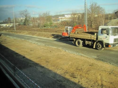 Ich hoffe doch sehr mit allen Bahnreisenden, dass die Strecke Berlin - Dresden - Prag in nicht allzu ferner Zukunft früher schon gekannten Fahrzeitstandards wieder angepasst ist.