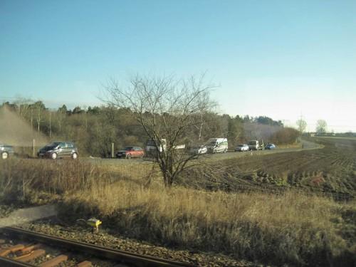 Schienengleiche Bahnübergänge auf der Hauptstrecke zwischen zwei europäischen Metropolen sollten schnellstens der Vergangenheit angehören.