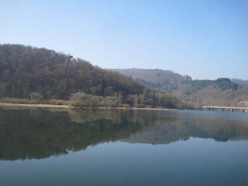 Auf dem Rückweg - still ruht der See. - Das wird sich in wenigen Wochen ändern, rummelig wird es hier am beliebten Ausflugs- und Tourismusziel.
