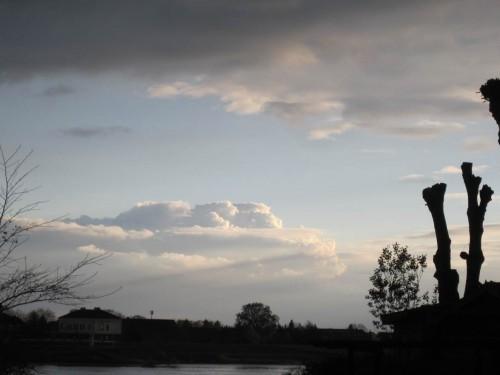 Blick über die Elbe - Hoffnung auf gutes Wetter morgen besteht.