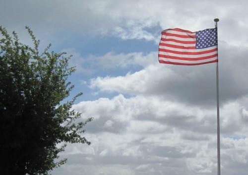 Stars and Stripes - nein, wir waren nicht in den USA. Es ist kein Hurricane, kein Tornado, sondern nur ein norddeutscher Orkan, der die Flagge bewegt.