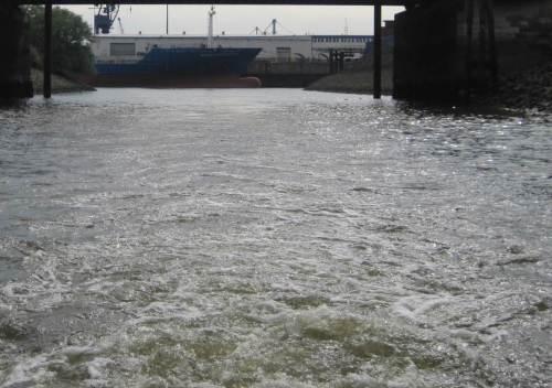 ... wirbeln wir durch alte Hafenkanäle.