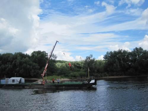 Noch ein Schiff der Bundeswasserstraßenverwaltung - ein Tonnenverleger und -putzer.