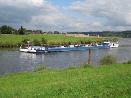 """Wir sind am Abzweig des Elbe-Seitenkanals von der Elbe angekommen. """"Alina"""" zieht ihres Weges Richtung Schiffshebewerk."""