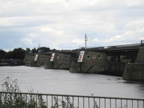 Wasserstandhaltung der Elbe beim Wehr Geesthacht.