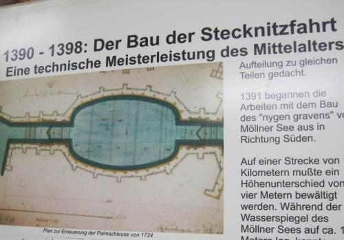 Bevor hier die heutige, große Binnenschifffahrt fuhr, haben sich die Altvorderen schon früh nicht nur Gedanken gemacht. Elbe und Lübeck wurden hier ab 14. Jahrhundert durch den Stecknitz-Delvenau-Kanal verbunden. Hut ab! - Die davon verbliebene Palmschleuse sehen wir später noch im Original.