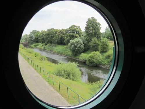 Nachdem wir auch die moderne Schaltwarte besichtigt haben, geht`s weiter Richtung Palmschleuse. Hier der Blick noch aus der Schleuse Lauenburg auf einen Rest des Stecknitz-Delvenau-Kanals.