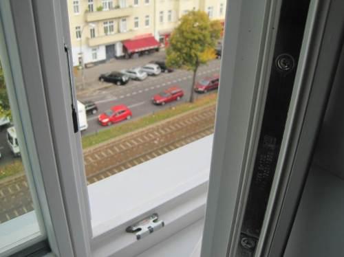 Hier kann ich privat Dienstliches studieren - Passiver Verkehrslärmschutz, Fenster Schallschutzklasse IV, und die Großstadt ist leise!