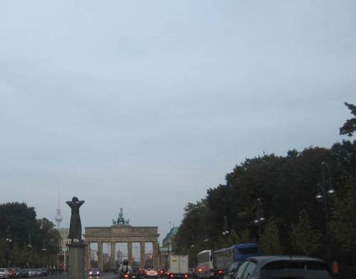 Weiter geht`s gen Osten, wir wohnen jenseits des Brandenburger Tors.