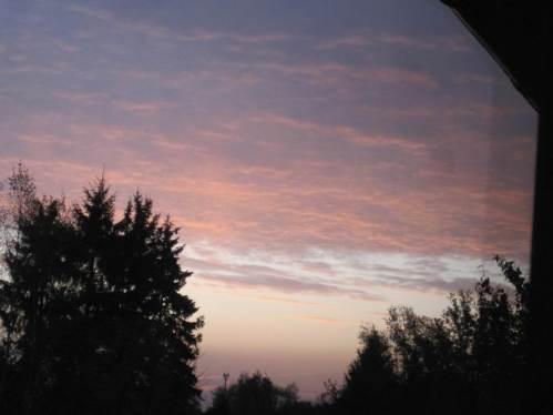 Zu Monatsbeginn, vor dem Sonnenaufgang.