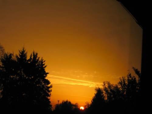 Und da ist sie, die Sonne. Demnächst wird sie hinterm Haus aufgehen - falls überhaupt sichtbar.