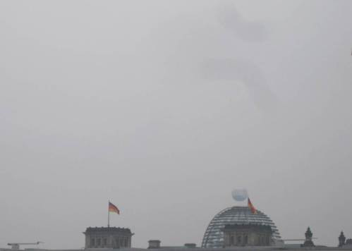 Auf dem Hinweg zur Veranstaltung - attackiert da ein Asteroid den Reichstag?