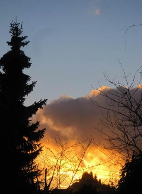 Und dann dieser Sonnenuntergang - weil`s so schön ist, lasse ich den mal in groß hochkant stehen.